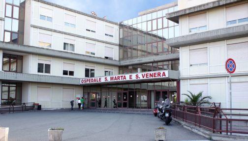 Salerno, infermiere al Ruggi ruba medicine e alimenti. Denunciato